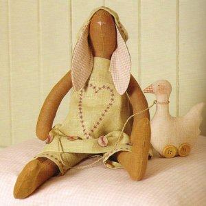 Заяц тильда с гусёнком