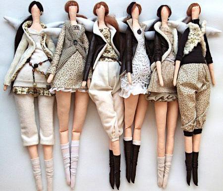 одежду для куклы-тильды