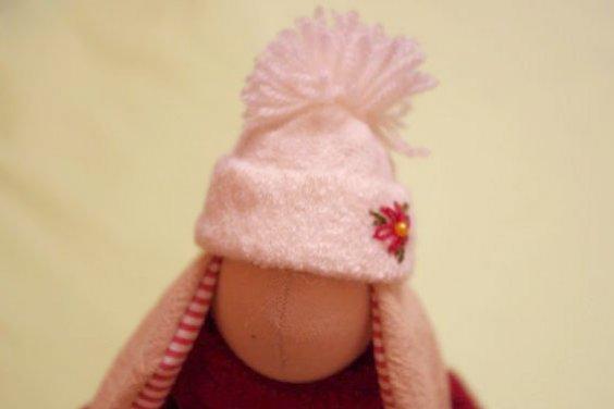 Зайка в шапочке
